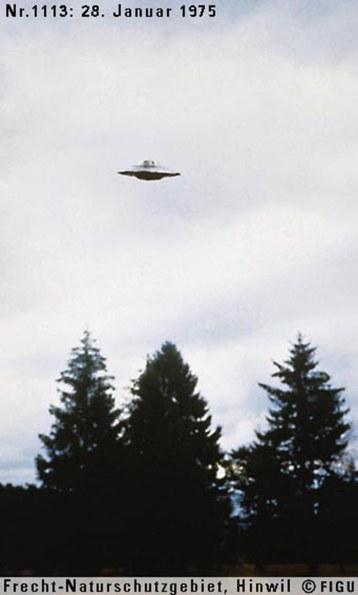 1975年01月28日_P1113#_拍摄于:Frecht-Naturschutzgebiet, Hinwil_Semjase在结束与Billy的首次会面后驾驶光船离开