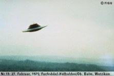 1975年02月27日_P0013#_拍摄于:Fuchsbüel-Hofhalden, Ob. Balm, Wetzikon_Semjase驾驶光船演示机动飞行