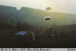 1975年03月03日_P0012#_拍摄于:Ober-Zelg, Bettswill_一艘光船和一架侦察探测器的展示性飞行
