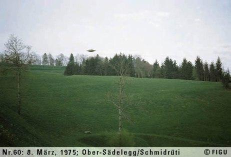 1975年03月08日_P0060#_拍摄于:Ober-Sädelegg, Schmidrüti_Semjase驾驶光船在做展示性飞行