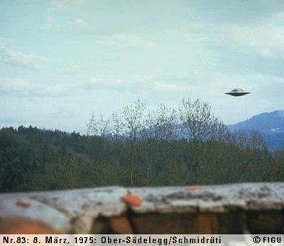 1975年03月08日_P0083#_拍摄于:Ober-Sädelegg, Schmidrüti_Semjase驾驶光船在做展示性飞行