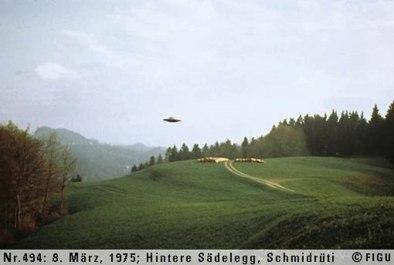 1975年03月08日_P0494#_拍摄于:Hintere Sädelegg, Schmidrüti_Semjase驾驶光船在做展示性飞行