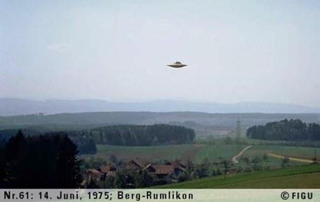 1975年06月14日_P0061#_拍摄于:Berg-Rumlikon_Semjase驾驶光船在做展示性飞行