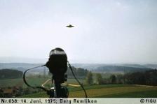 1975年06月14日_P0638#_拍摄于:Berg-Rumlikon_Semjase驾驶光船在做展示性飞行