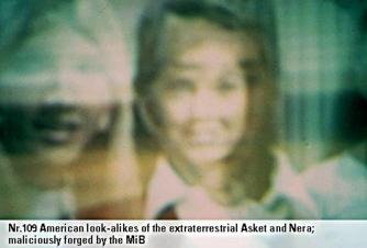 1975年07月17日_P0109#_拍摄于:Dal宇宙的边缘_Billy在Asket的太空船里拍摄的Asket&Nera的照片(后被篡改)