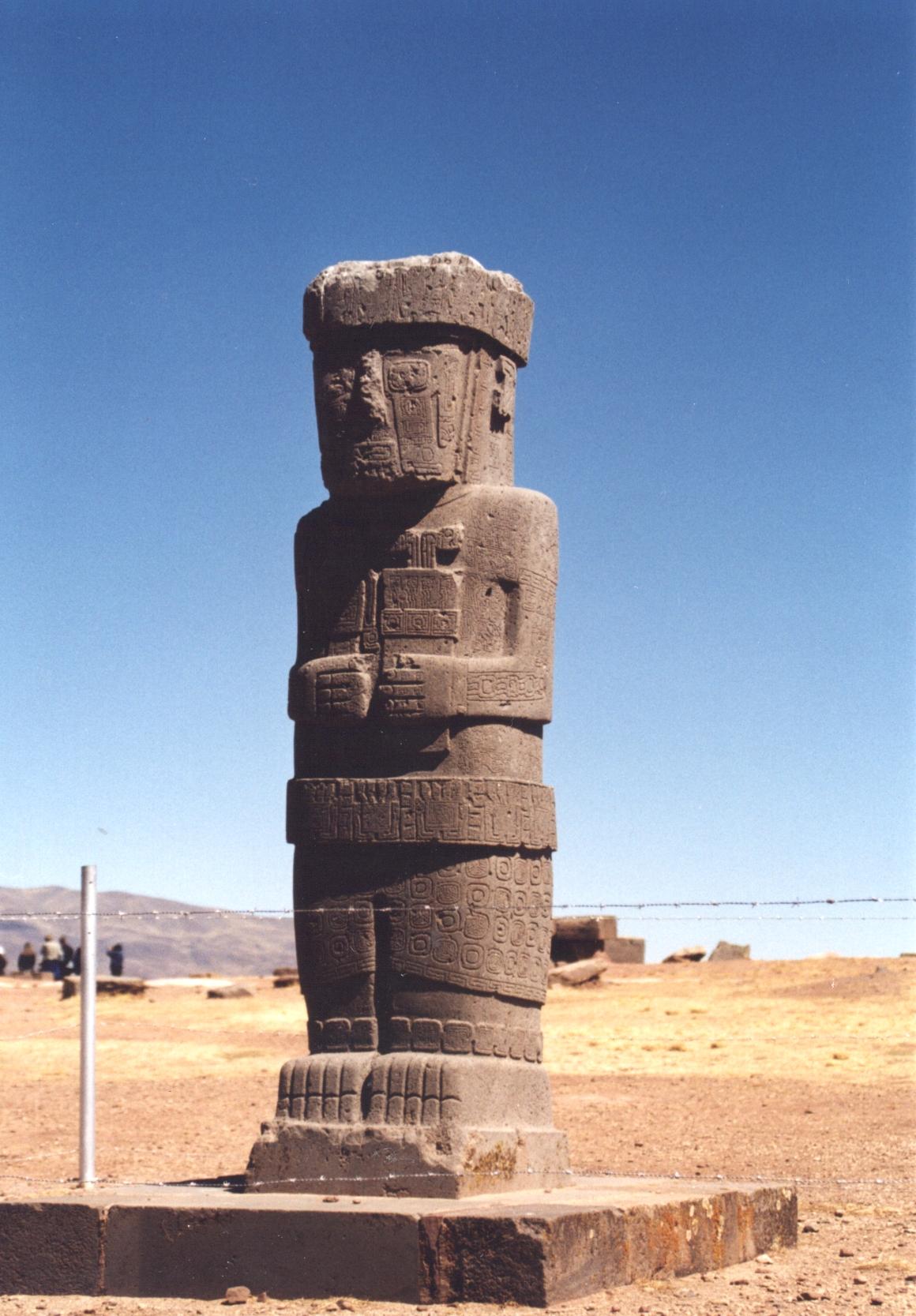 069-03-800px-Tiwanaku1